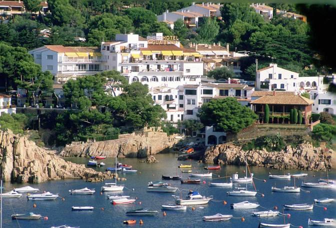 Costa brava top 10 places for a sundowner lfstyle - Aiguablava costa brava ...