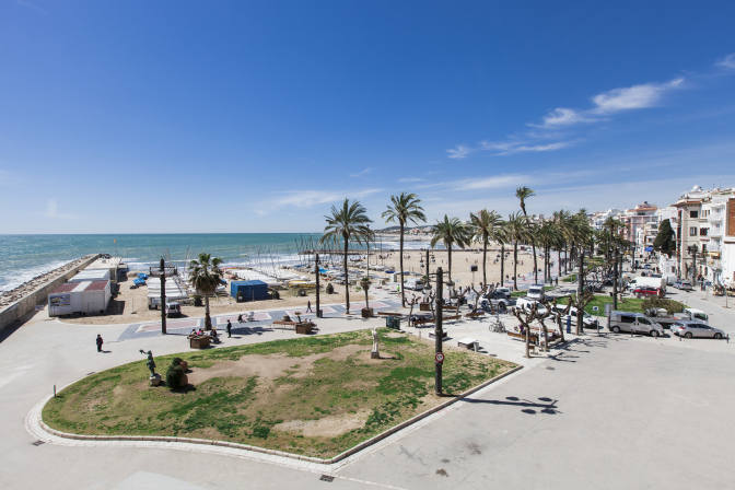 Destinationspain a guide to sitges lfstyle - Sitges tourist information office ...