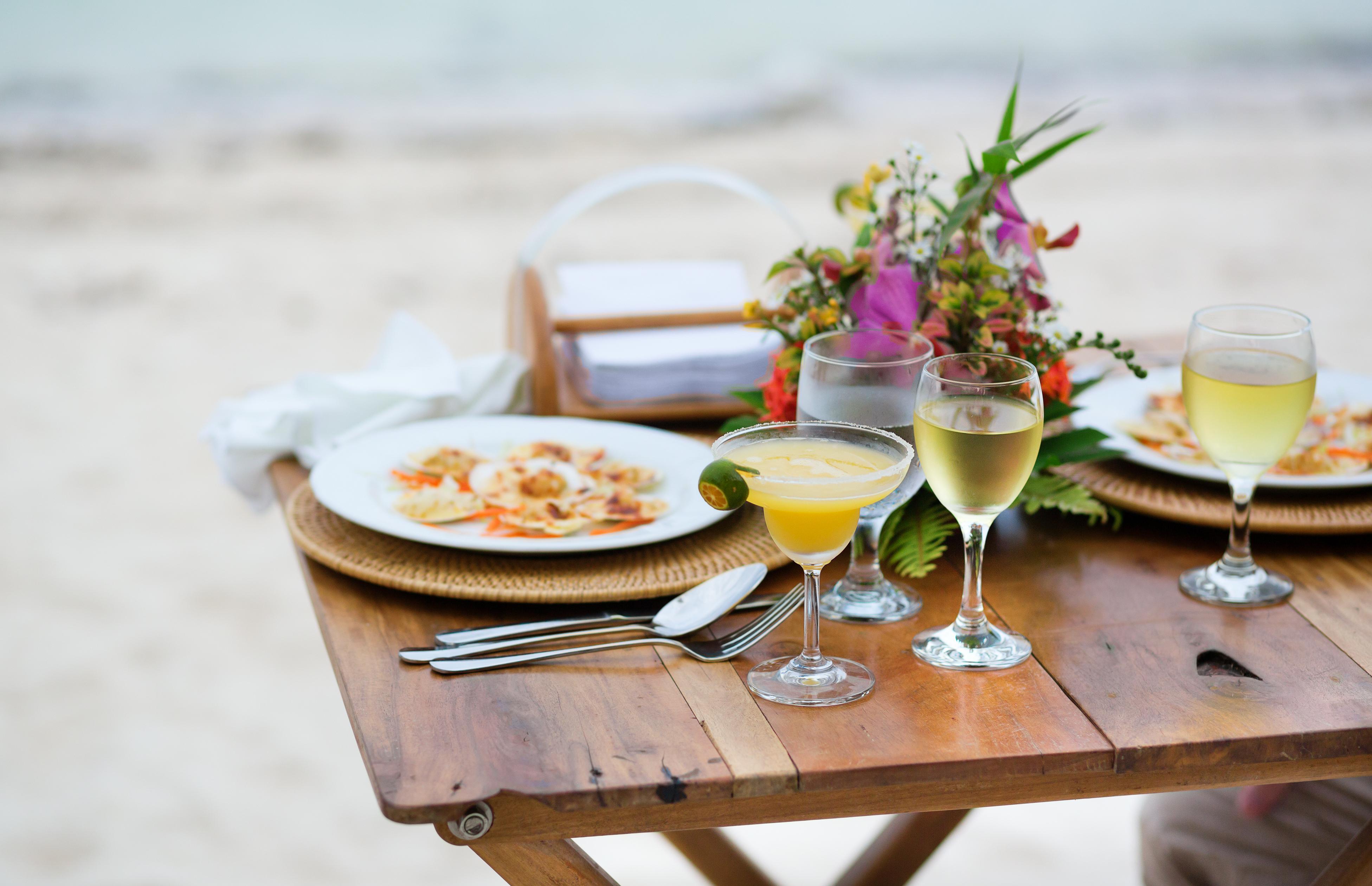 costa brava 39 s best beachfront bars and restaurants lfstyle. Black Bedroom Furniture Sets. Home Design Ideas
